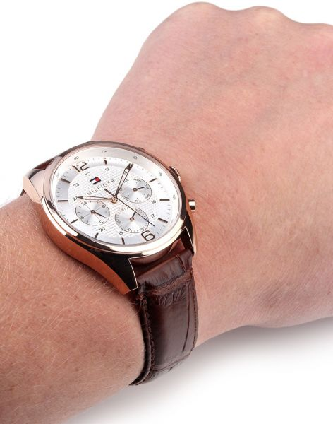 91065f4ac5 Tommy Hilfiger Sophisticated Watch for Men - Analog Leather Band - 1791183