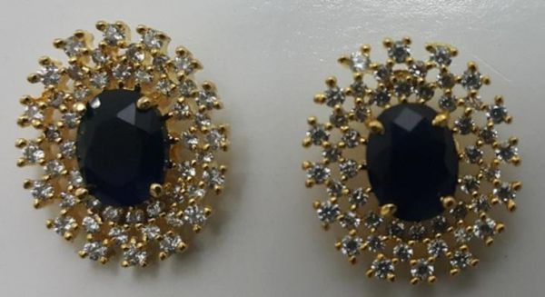 Ear Studs With Blue Stone In The Middle And White Stones Around