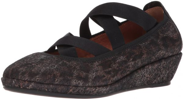 27816edfad30 Gentle Souls by Kenneth Cole Women s Natalie Demi Wedge Closed Toe Elastic  Straps Shoe