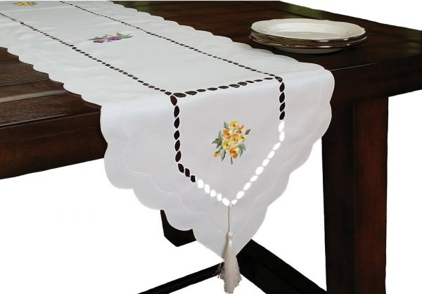 34 by 34-Inch Yellow Xia Home Fashions Daisy Splendor Embroidered Cutwork Spring Table Topper